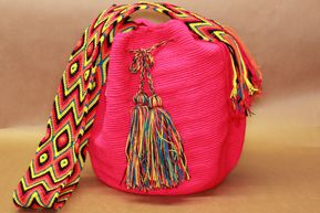 Mochila Wayuu unique crocheté  crochet à la main Fuschia